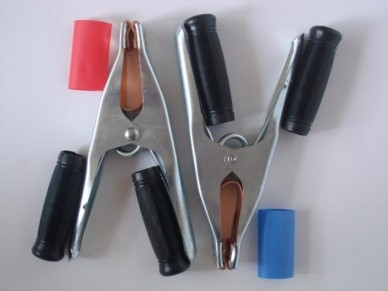 Pár kompletních pólových kleští s rukojetí a označením pólů KL2