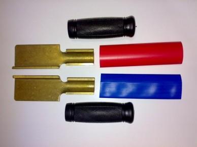Pár kompletních pólových nožů s rukojetí a označením pól NOŽE